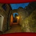 Altes Schloss sehr weitwinklig aufgenommen und behelfsmäßig entzerrt