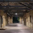 Der Durchgang (Aus der Serie: Cool abhängen im alten Schlachthof in Karlsruhe)