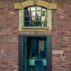 Doppelfenster mit Perspektiventwist (Aus der Serie: Cool abhängen im alten Schlachthof in Karlsruhe)