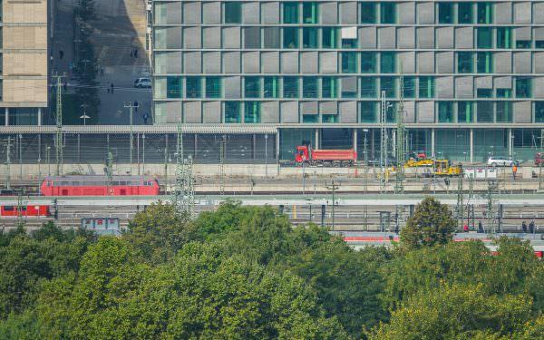 Geschichtet 2 (aus der Serie: Stuttgart 21 von der guten alten Zeit aus betrachtet)